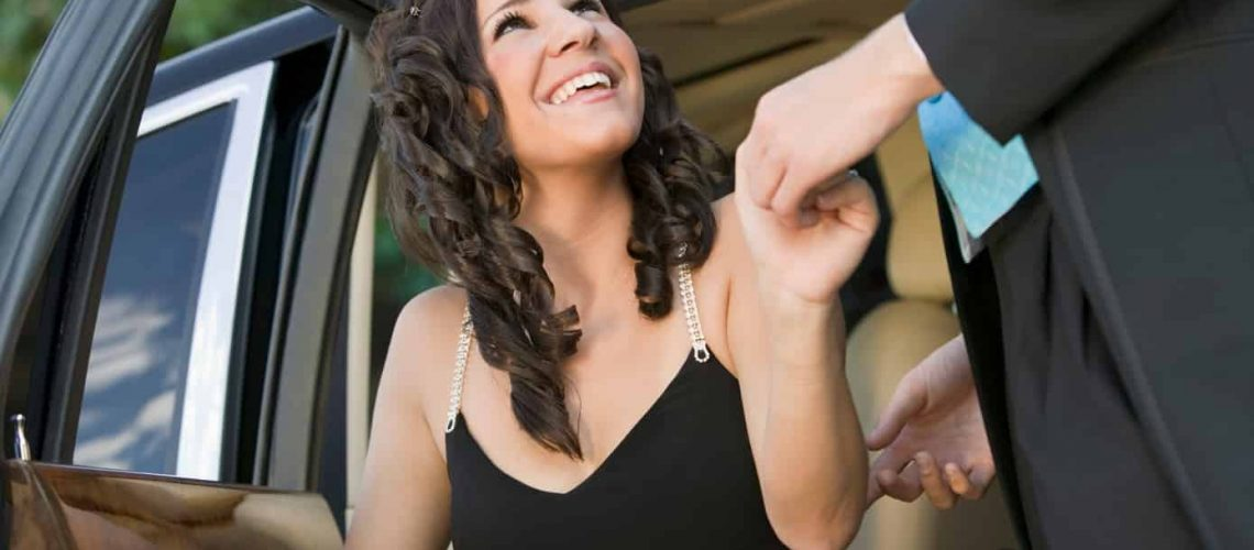 top-5-reasons-why-renting-a-party-bus-is-a-must-for-the-prom-night